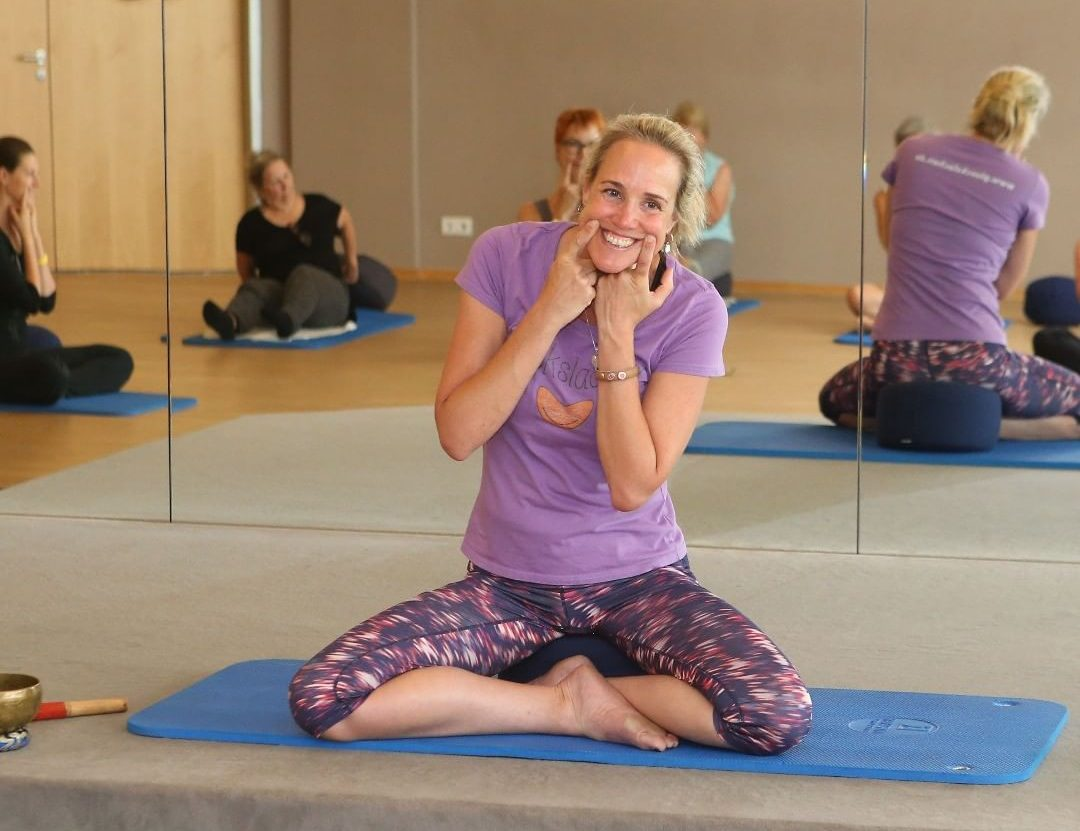 Discover-the-yoga-of-laughter